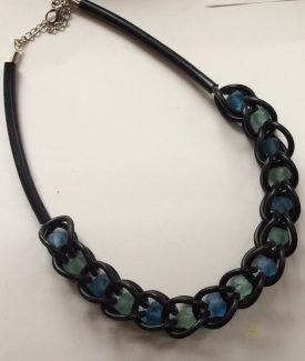 €27,50 Necklace rubber with glassbeads